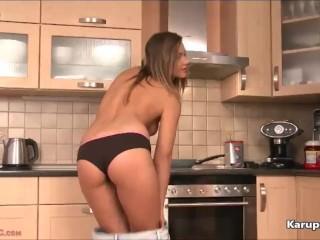 Busty Naomi Bennet Rubs Pussy