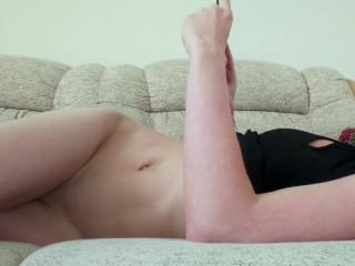 Beautiful babe secretly cums after no hands masturbation