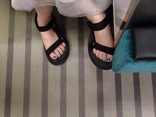 train  feet