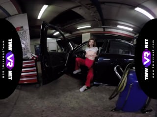 TmwVRnet – Tera Link – Cute Female Mechanic Plays Solo in the Car Service