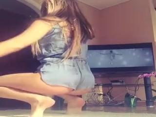 Novinha Talentosa Dançando Gostoso