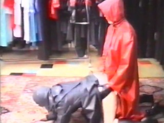 Rubber Raincoat Sex – Kleppermantelsex