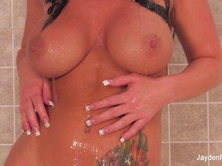 Soaking wet Jayden Jaymes masturbates in the shower