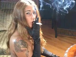 Smoking sexi milf