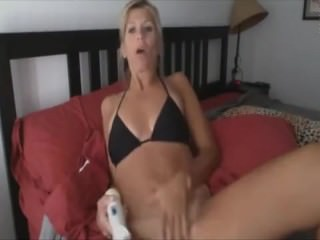 Blonde MILF makes a squirt fountain with hitachi toy