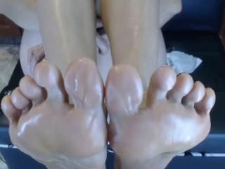 Mari 45yr Hot Mom Oils Her Sexy Feet for CloseUp Footworship n Toespreading