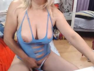 Mature horny milf webcam show – more on xxxgirlswebcam.com