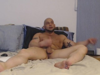 Ex-Israeli soldier muscle hunk jerks off and shows his big feet (part 1)