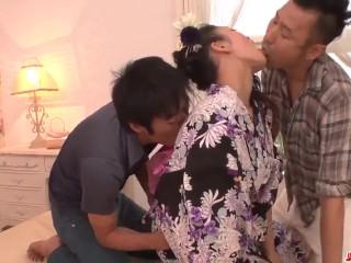 Reiko Kobayakawa delights with two men in amazing trio