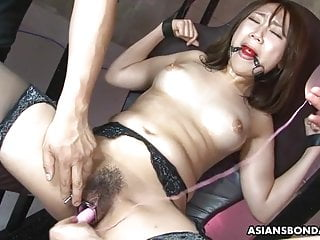 Petite Japanese brunette slut, Ryo Akanishi is about to cum