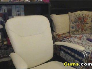 Nerdy Webcam Babe Masturbate her Pussy