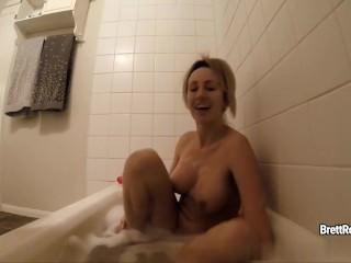 CrushGirls – Brett Rossi masturbates in bubble bath