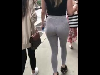 Candid teen bubble ass in yoga pants bailando en jeans ajustados