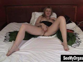 Tall MILF Josie Vibrating Her Cooshie