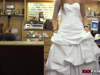Bride fucks in pawn shop (HUUU)