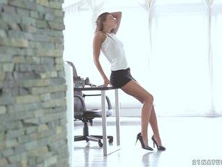 Maria Rya – Secretary Dreams