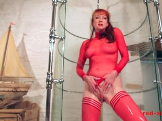 MILF Red shoves a dildo in her pussy while taking a shower