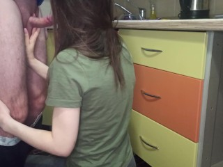 Blowjob to a neighbor in the kitchen – Timeker
