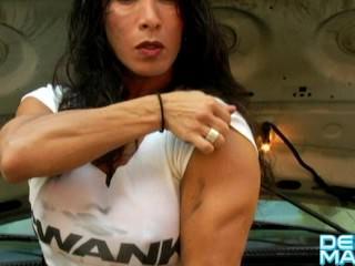 Denise Masino – Under the hood – Female Bodybuilder