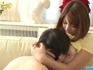 Araki Hitomi hot mom enjoys two lads in three