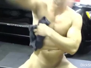 MUSCULAR GUY SELF SUCKING