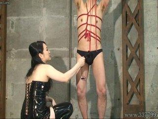 Japanese Femdom Towa hit the whip to the slav