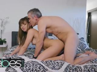 BABES – Bosses daughter Riley Reid seduces Agent